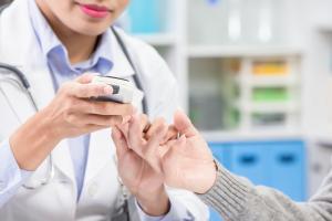 Quel contrôle glycémique pour les plus âgés ? (Visuel Adobe Stock 277500131)