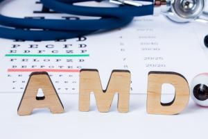 La dégénérescence maculaire liée à l'âge (DMLA/AMD) est la principale cause de perte de vision centrale dans les pays développés.