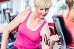 Un programme d'exercice de résistance, d'intensité élevée, supervisé par un professionnel qualifié montre son efficacité sur la santé osseuse des femmes ménopausées.