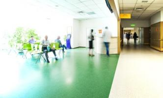 Le parcours de soins, de l'hôpital à la ville est censée améliorer la communication et la coordination entre les soins hospitaliers et les soins après décharge