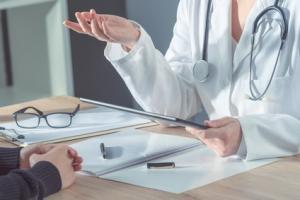 Les POEM (Patient Oriented Evidence That Matters) sont des études qui traitent d'une question clinique pertinente, démontrent une amélioration des résultats « orientés patient » et ont le potentiel de modifier la pratique clinique.