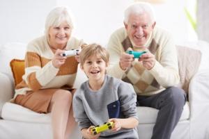 Des millions d'enfants sont élevés presque uniquement par leurs grands-parents, et le nombre de ces enfants ne cesse d'augmenter en raison de multiples facteurs qui « perturbent » les familles.