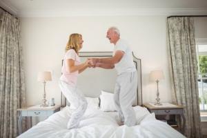 Le « sexe » devient-il moins satisfaisant avec l'âge et si oui, pourquoi ?