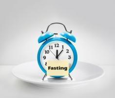 2 régimes de jeûne intermittent basés sur le principe de « l'alimentation restreinte » à une plage de temps limitée, sont ici évalués (Fotolia 158365130)