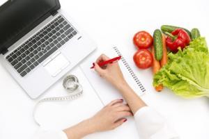 Les régimes riches en glucides présents dans les plantes permettent bien une perte de graisse et de poids corporel