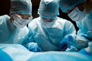 Chez les patients atteints d'obésité grave ou morbide, la littérature a suggéré que la chirurgie de perte de poids peut également avoir un effet bénéfique sur les symptômes d'incontinence urinaire.