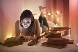 Ces nouvelles données estiment à 147% l'augmentation du risque de sommeil perturbé, avec l'utilisation d'écrans dans le noir.