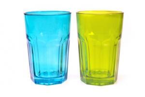 Les verres décorés, la vaisselle et certains contenants en verre peuvent contenir des niveaux toxiques de plomb et de cadmium