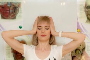 20 semaines d'exercices faciaux permettent de raffermir la peau et de redonner au visage du relief et de la …plénitude.
