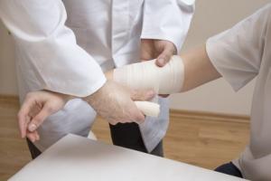 En incorporant un médicament inhibiteur de gènes dans un gel en vente libre, les chercheurs parviennent à réduire de moitié le délai de cicatrisation.