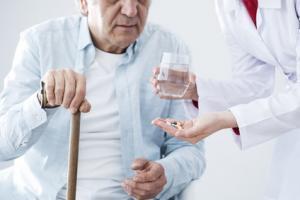 Les opioïdes chez les patients plus âgés sont non seulement associés à un risque accru de chutes, mais également à un taux de mortalité hospitalière plus élevé