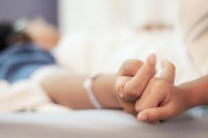 Environ 1 patient âgé très malade sur 5 a enregistré sa décision de « ne pas subir de réanimation » au moment de son admission en urgence à l'hôpital (Visuel Fotolia 204852406)