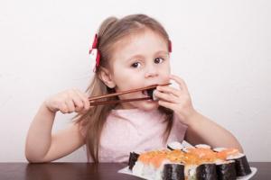 Des enfants asthmatiques qui suivent un régime de type méditerranéen enrichi en poissons gras bénéficient d'une fonction pulmonaire améliorée au bout de seulement 6 mois.