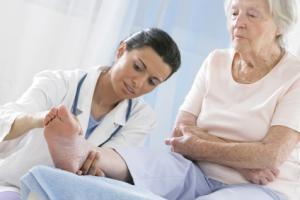ependant, dans 10% à 15% des cas, l'os ne cicatrise pas rapidement, ce qui entraîne un retard de consolidation.