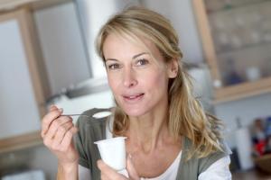 Une consommation élevée à la fois de fibres et de yaourt est associée à une réduction de 33% du risque de cancer du poumon