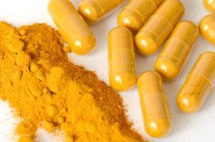 La curcumine, un composé naturel présent dans le curcuma pourrait aussi bien présenter des propriétés antivirales précieuses (Visuel Fotolia 57725749)