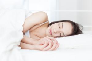 """Lorsque les neurones """"VLPO"""" sont normalement activés, le sujet -ici la souris- tombe dans un sommeil profond."""