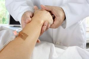Plusieurs études apportent des conseils importants aux cliniciens qui prennent en charge des patients hospitalisés atteints de maladies graves