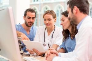 L'exercice des médecins devrait se recentrer sur les soins personnalisés et non sur des tâches transactionnelles