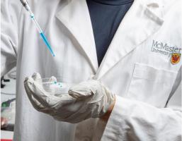 Cette pellicule plastique flexible permet de réduire l'adhérence bactérienne, la formation de biofilms et le transfert de bactéries