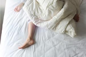 Mais pourquoi le risque de suicide et d'automutilation est presque 3 fois plus élevé chez les personnes atteintes du syndrome des jambes sans repos ?