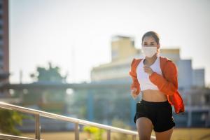 « L'activité physique, même dans l'air pollué, prévient l'hypertension » (Visuel AdobeStock_330880057)