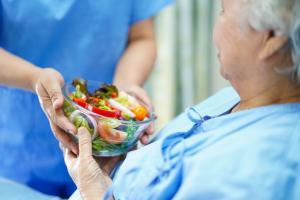 Il existe une forte corrélation entre le suivi de certains régimes alimentaires, précisément le régime MIND (Mediterranean-Dash Intervention for Neurodegenerative Delay) et le régime méditerranéen et le développement éventuel de la maladie de Parkinson (Visuel Fotolia)