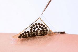 Ce biocapteur intelligent ultra-mince est aussi une interface homme-machine en puissance pour des prothèses de nouvelle génération.