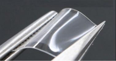 La dissolution progressive des nano-aiguilles permet une libération prolongée et indolore du traitement (Visuel Purdue University / Chi Hwan Lee)