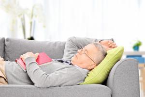 De trop longues siestes ou de trop longues nuits de sommeil sont associées à un risque accru d'accident vasculaire cérébral (AVC)