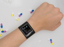 Cette « smartwatch » est capable de suivre dans la sueur les niveaux de médicaments et apporte ainsi une aide précieuse pour personnaliser le traitement (Visuel Jialun Zhu, Shuyu Lin et Yichao Zhao (I²BL / UCLA)