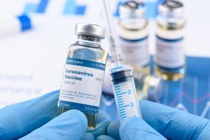Du nom du premier satellite (russe) de la terre, ce premier vaccin contre le nouveau coronavirus SARS-CoV-2, autorisé en « fast track » suscite déjà une grande inquiétude au sein de la communauté de recherche internationale (AdobeStock_336028162)