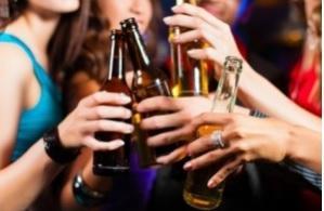 La croissance du cerveau est inhibée par la consommation excessive d'alcool.