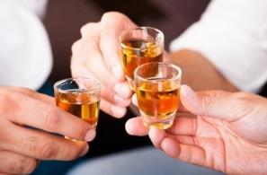 Première trajectoire : une consommation avec pics et précoce caractérisée par une consommation irrégulière d'alcool plus précoce