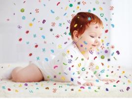 La dose inhalée de matière particulaire biologique dans les poumons du bébé est jusqu'à 4 fois plus importante par kilogramme de masse corporelle vs l'adulte qui marche sur le même sol.