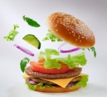 L'analyse révèle une association entre les aliments ultra-transformés et le risque de cancer, en particulier, de cancer du sein, chez les femmes ménopausées