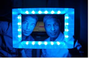Au-delà du temps pris sur le temps de sommeil, le temps d'écran, via la réponse de certaines cellules rétiniennes à la lumière artificielle pourrait déclencher tout un processus défavorable à notre horloge interne
