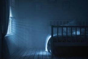Il existe une association significative entre l'exposition nocturne à la lumière artificielle nocturne et l'insomnie, chez les personnes âgées, par la mesure de leur consommation de médicaments hypnotiques.