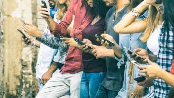 Et si le stress causé par les médias sociaux chez leurs utilisateurs était justement un facteur majeur de dépendance accrue à ces mêmes médias sociaux ?