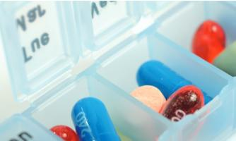 10 médicaments ou plus, c'est le nombre de médicaments généralement prescrits aux patients âgés atteints d'insuffisance cardiaque (Visuel Fotolia)