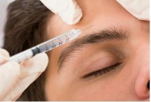 L'injection de toxine botulique pour la migraine chronique est approuvée depuis 2010 par l'Agence américaine FDA pour le traitement de la migraine