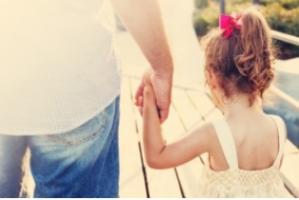 Les hommes s'accordent environ 1H40 de repos ou de loisirs lorsque leurs partenaires s'occupent des enfants ou de la maison.