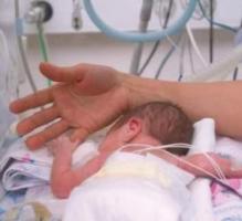 Les enfants nés prématurément développent souvent des troubles neuromoteurs et cognitifs. Le meilleur moyen de réduire les impacts de ces incapacités est de les détecter rapidement grâce à une série de tests cognitifs et moteurs.