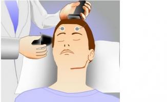 La stimulation magnétique transcrânienne (SMTr) améliore la mémoire chez les adultes jeunes et âgés, motivés