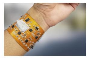 Ce tracker intelligent est capable de signaler les expositions environnementales en plus de suivre les principaux marqueurs de santé