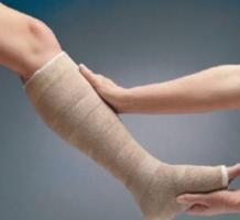La pratique d'un exercice adapté se révèle ici un bon complément à la thérapie de compression