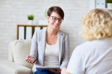 L'impact des facteurs de stress psychosociaux -dont l'anxiété, la dépression et l'insuffisance de ressources socio-économiques- est majeur sur les résultats cardiovasculaires.