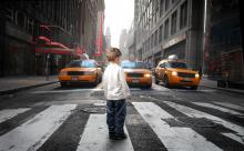 Un stress en début de vie fréquent chez les jeunes issus de milieux défavorisés qui vivent aussi souvent dans des zones plus exposées à la pollution atmosphérique.