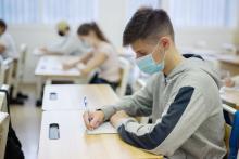 La transmission du COVID-19 reste rare dans les écoles lorsque sont appliquées les mesures de prévention classiques, dont le lavage fréquent des mains, le port du masque (Visuel Adobe Stock 382043715)