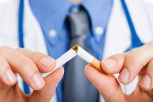 De nombreux adultes atteints de maladies cardiovasculaires connaissent les risques, mais, en dépit d'antécédents d'infarctus ou d'AVC n'arrêtent toujours pas de fumer (Visuel adobe Stock 45006575)